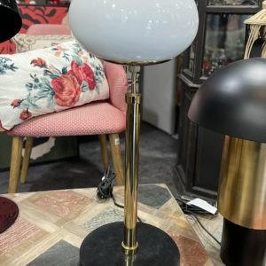 Lampe et globe